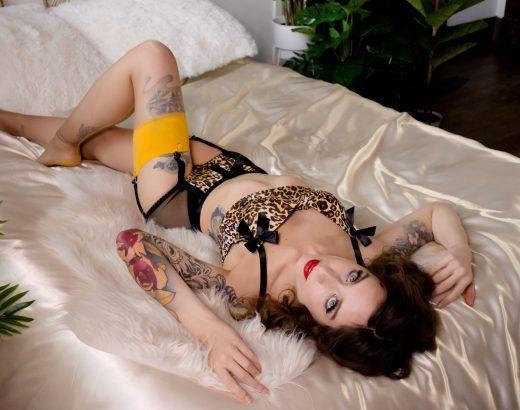 Pin-up boudoir Shoot