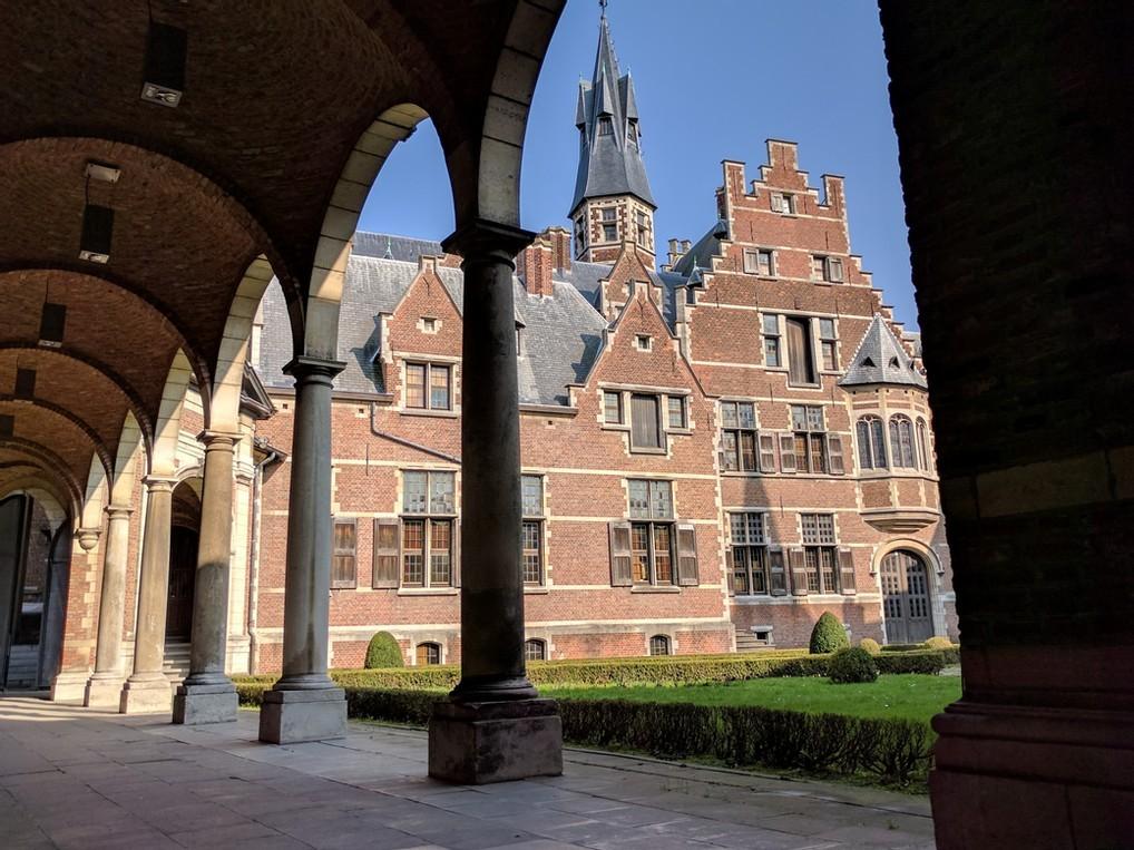 Binnenplein Sterckshof kasteel te Deurne, België.